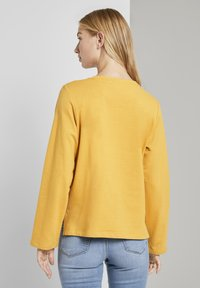 TOM TAILOR DENIM - COZY  - Sweatshirt - indian spice yellow - 2