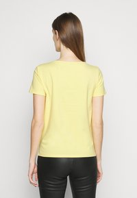 WEEKEND MaxMara - Basic T-shirt - zartgelb - 2