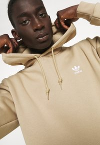 adidas Originals - ESSENTIAL ORIGINALS ADICOLOR HOODIE UNISEX - Felpa con cappuccio - beige tone - 3