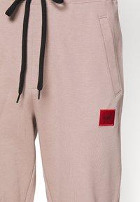 HUGO - DOAK - Teplákové kalhoty - pink - 3