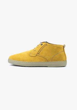 Zapatos con cordones - yellow