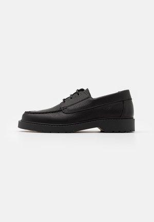 SLHTIM BOAT SHOE CLEAN  - Lace-ups - black