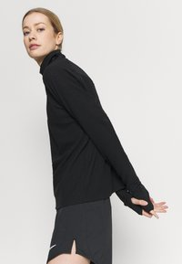 Nike Performance - SPHERE - Mikina - black/reflective silver - 3