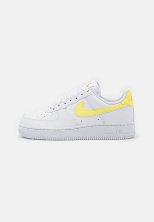 AIR FORCE 1 - Trainers - white/light zitron/bright mango