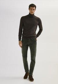 Massimo Dutti - ENTBASTETE  - Trousers - green - 1