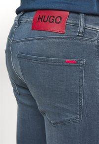 HUGO - Slim fit jeans - medium blue - 4