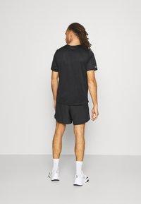 Nike Performance - Sportovní kraťasy - black/silver - 2