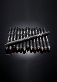 Rodial - SMOKEY EYE PEN - Eyeliner - black - 1