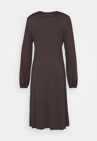 Marc O'Polo PURE - DRESS DRAPY DRAW FRONT DETAIL FEMININ SLEEVES - Jerseykjoler - mocca brown - 1