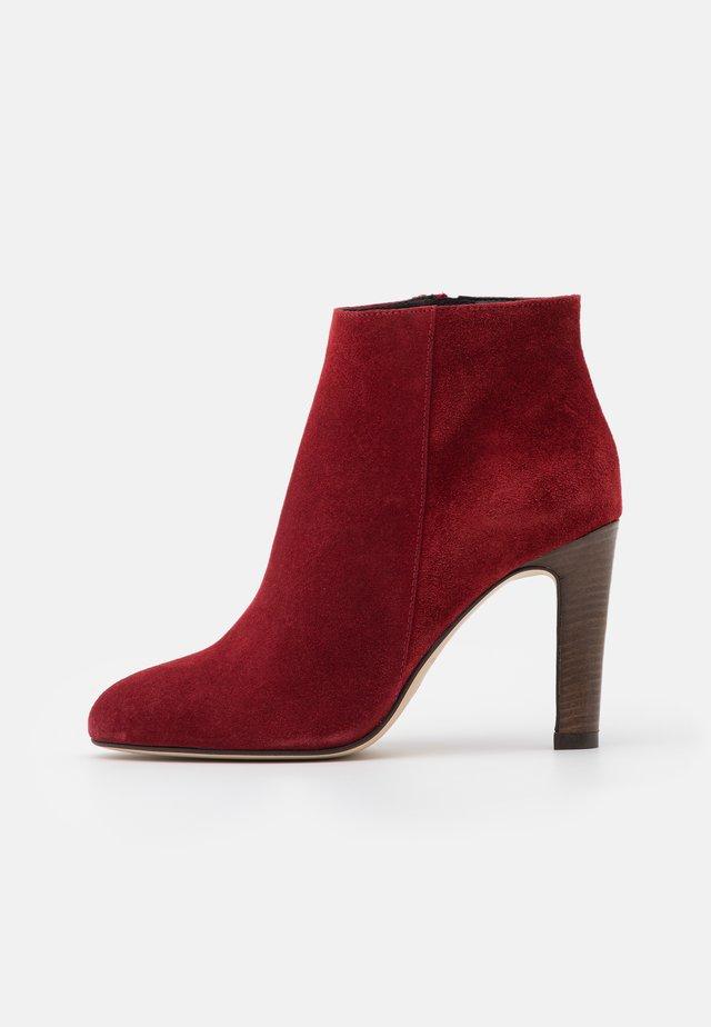 AGNELA - High heeled ankle boots - rubis