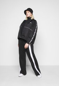 Fila Plus - TATTUM WIND JACKET - Kevyt takki - black/bright white - 1