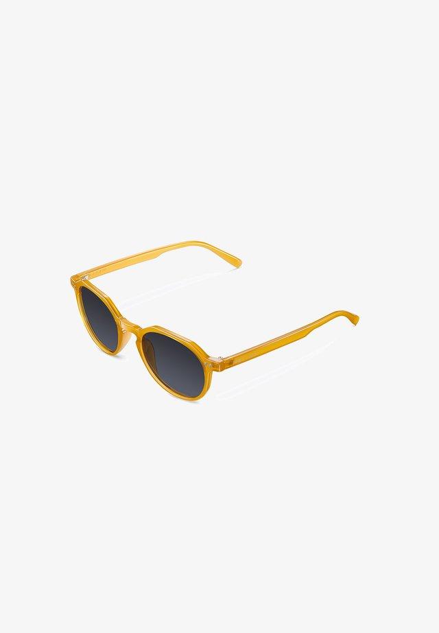 CHAUEN - Occhiali da sole - amber carbon