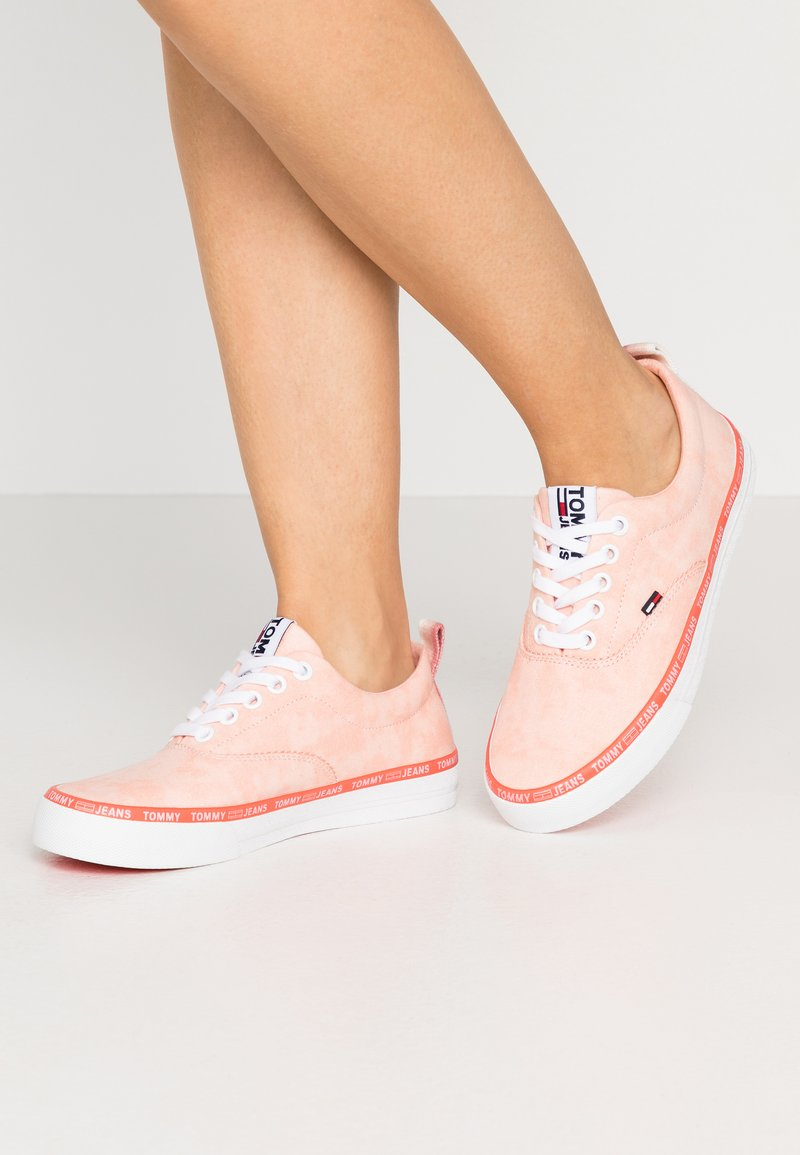 Tommy Jeans - LACE UP - Zapatillas - sweet peach