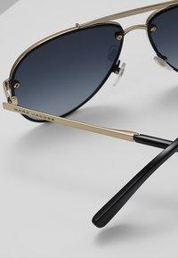 Marc Jacobs - Sluneční brýle - black/gold-coloured - 4
