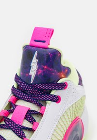 Jordan - AIR XXXV LOW - Chaussures de basket - white/multicolor/deep royal blue - 5