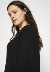 Noisy May Curve - NMCITY BAT SHORT DRESS - Jersey dress - black - 5
