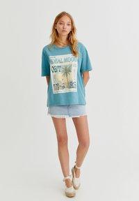 PULL&BEAR - Print T-shirt - stone blue denim - 1