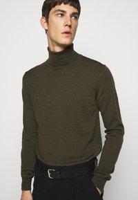 J.LINDEBERG - LYD - Stickad tröja - moss green - 3