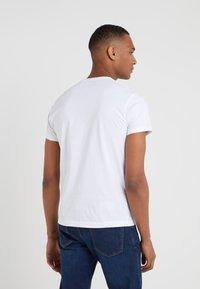 Hackett London - CLASSIC LOGO TEE - T-shirt z nadrukiem - white - 2