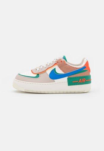 AIR FORCE 1 SHADOW - Zapatillas - sail/signal blue/green noise/cream/orange/med brown