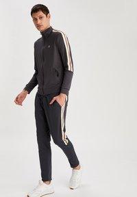 DeFacto Fit - Zip-up hoodie - indigo - 1
