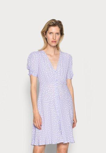 SABRINA DRESS - Abito a camicia - daisy lilac/white