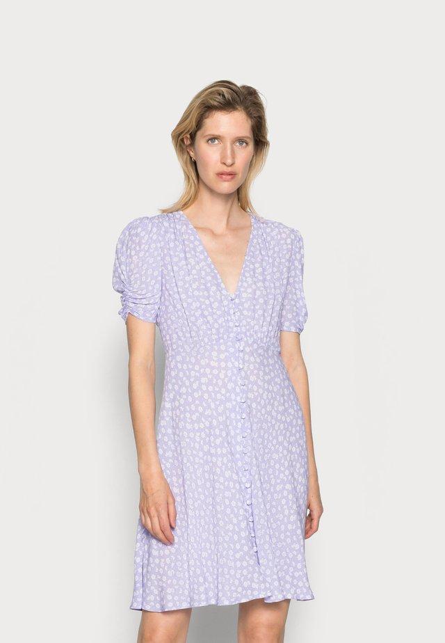 SABRINA DRESS - Sukienka koszulowa - daisy lilac/white