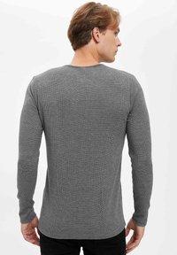 DeFacto - MAN - Longsleeve - grey - 2