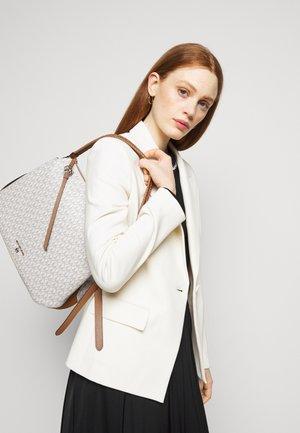 GRAND HOBO - Handbag - vanilla/acorn