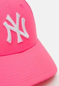 New Era - KIDS LEAGUE ESSENTIAL PACK - Lippalakki - neon pink - 3