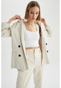 DeFacto - OVERSIZED - Short coat - ecru - 4