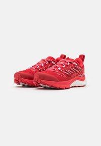 La Sportiva - JACKAL WOMAN GTX - Zapatillas de trail running - grape/hibiscus - 1