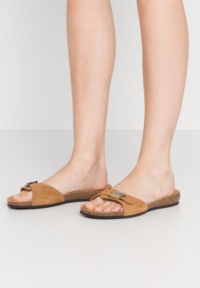 BAHAMAIS - Slippers - marron clair