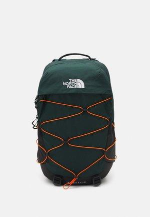 BOREALIS UNISEX - Rugzak - dark sage green/red orange