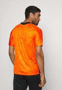 Nike Performance - NIEDERLANDE KNVB HOME - Voetbalshirt - Land - safety orange/black - 2