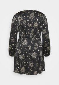 Simply Be - AMELIA TWIST FRONT SKATER DRESS - Denní šaty - black - 1
