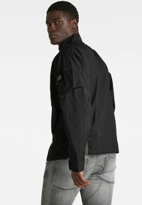 G-Star - SPORTY SLANTED POCKET INDOOR - Summer jacket - dk black - 1