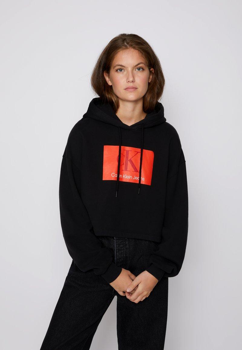 Calvin Klein Jeans - CROPPED HOODIE - Hoodie - black