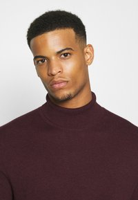 Burton Menswear London - FINE GAUGE ROLL  - Jumper - burgundy - 3