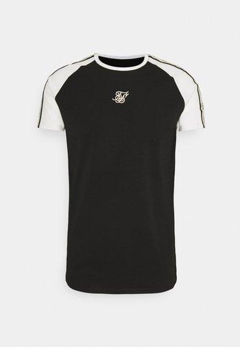 RAGLAN PREMIUM TAPE GYM - Print T-shirt - black/white