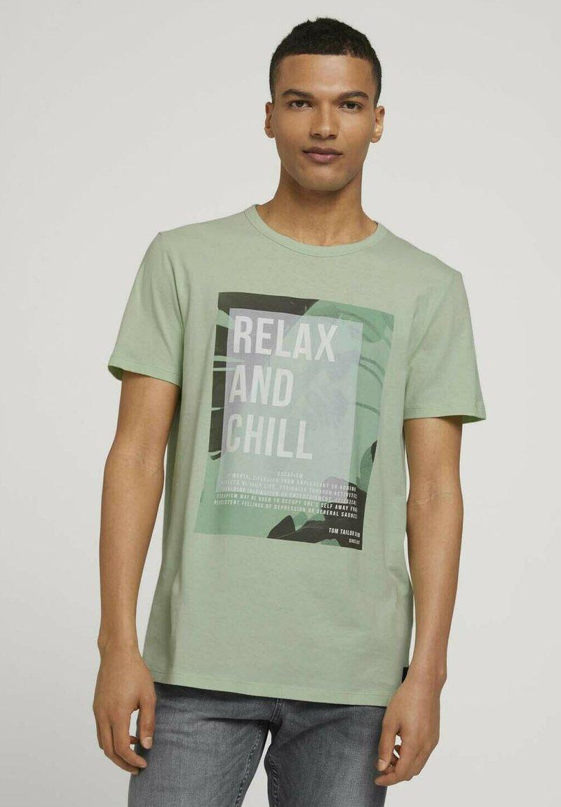 TOM TAILOR DENIM - T-shirt med print - smooth green