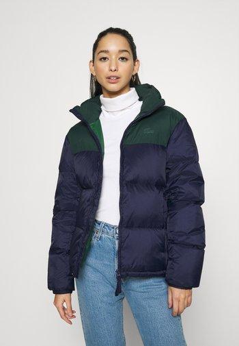 COLOR BLOCK PUFFER - Down jacket - navy blue/sinople