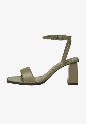 GESTEPPTE - High heeled sandals - khaki