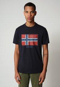 Napapijri - SIROL - T-shirt med print - blu marine - 0