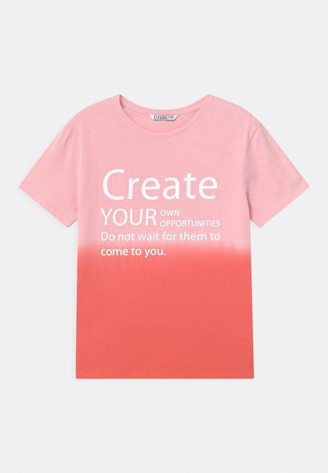 CECILY - Print T-shirt - light pink