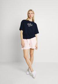 Nike Sportswear - BOXY NATURE - Print T-shirt - obsidian - 1