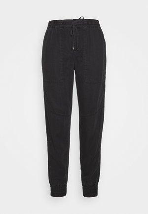 TRAVEL PANTS - Pantalon classique - black