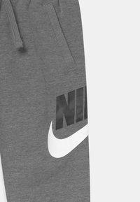Nike Sportswear - CLUB  - Pantalones deportivos - carbon heather - 2