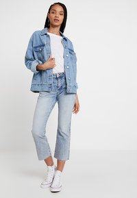Tommy Jeans - CROP FLARE - Jeans bootcut - light-blue denim - 1