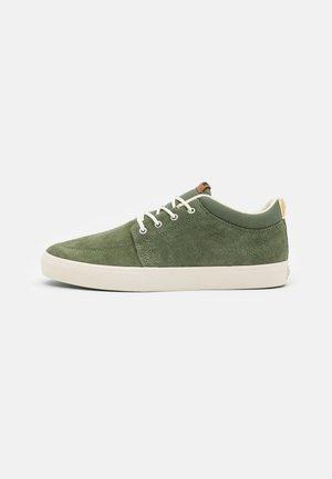 CHUKKA - Skateboardové boty - olive